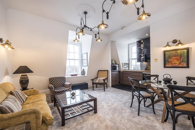 £3,466  per Calendar Month (Calculated), 2 Bedroom Flat To Rent in London, SW1W