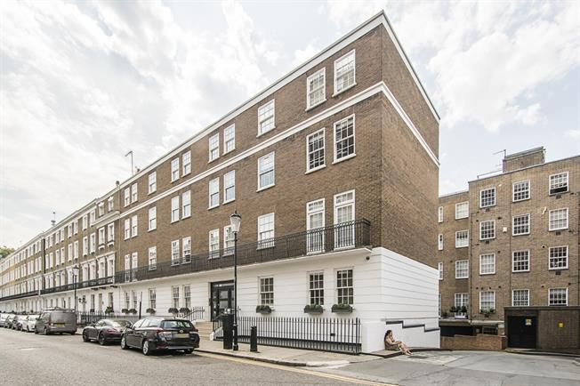 £3,683  per Calendar Month (Calculated), 3 Bedroom Flat To Rent in London, SW3