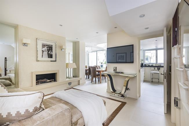 £6,066  per Calendar Month (Calculated), 3 Bedroom Duplex Apartment To Rent in London, SW3