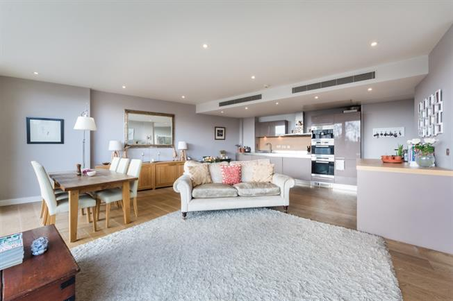 £5,481  per Calendar Month (Calculated), 3 Bedroom Apartment To Rent in London, SW1W