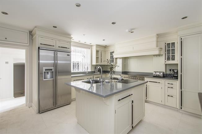 £16,250  per Calendar Month (Calculated), 4 Bedroom House To Rent in London, SW1W
