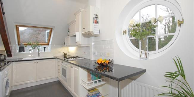 £1,600 per Calendar Month, 2 Bedroom Apartment To Rent in St. Albans, AL3