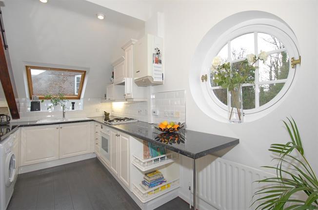 £1,600 per Calendar Month, 2 Bedroom Apartment To Rent in St. Albans, AL3