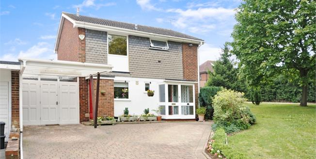 £1,900 per Calendar Month, 3 Bedroom Semi Detached House To Rent in St. Albans, AL3