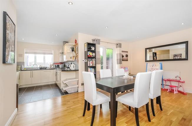 £1,850 per Calendar Month, 4 Bedroom Terraced House To Rent in St. Albans, AL1