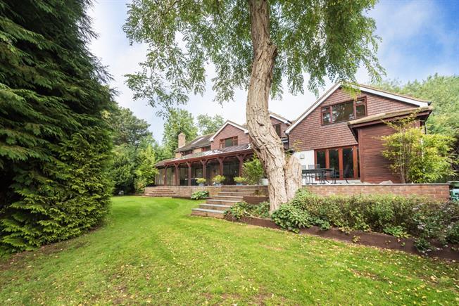 £6,000 per Calendar Month, 5 Bedroom Detached House To Rent in St. Albans, AL1