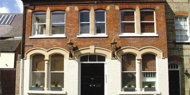 £2,730  per Calendar Month (Calculated), 1 Bedroom Flat To Rent in St Albans, Herts, AL3
