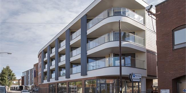 £1,400 per Calendar Month, 2 Bedroom Apartment To Rent in St Albans, Herts, AL3