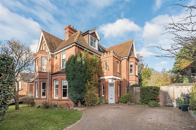 £3,000 per Calendar Month, 5 Bedroom Semi Detached House To Rent in St. Albans, AL1