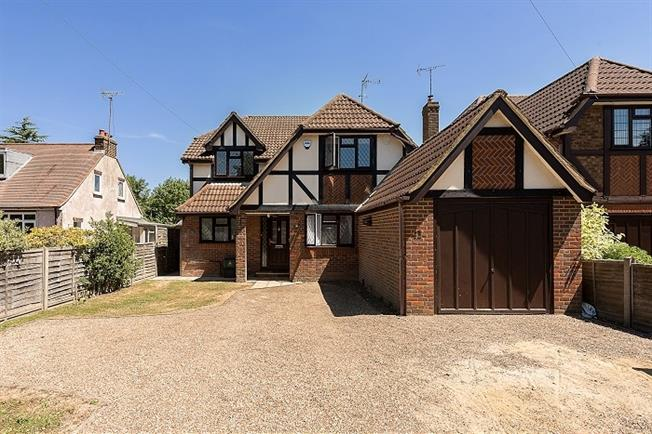 £2,400 per Calendar Month, 4 Bedroom Detached House To Rent in Smallford, AL4