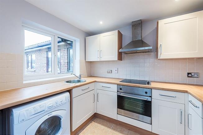 £900 per Calendar Month, 1 Bedroom Flat To Rent in St. Albans, AL3