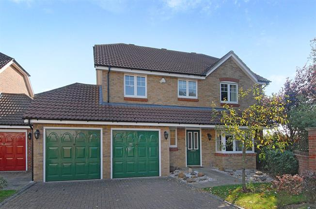 £2,250 per Calendar Month, 4 Bedroom Detached House To Rent in St. Albans, AL4