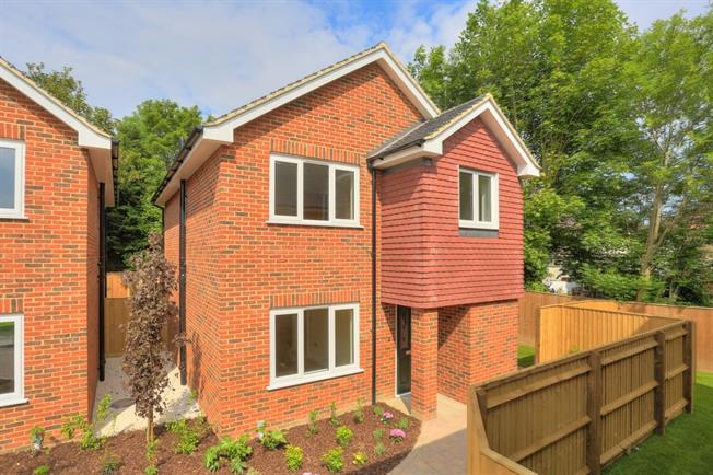 £2,000 per Calendar Month, 3 Bedroom Detached House To Rent in St. Albans, AL1