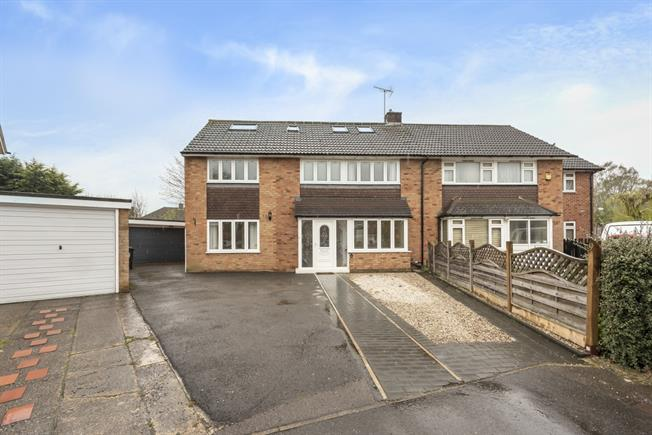 £3,000 per Calendar Month, 5 Bedroom House To Rent in St. Albans, AL1