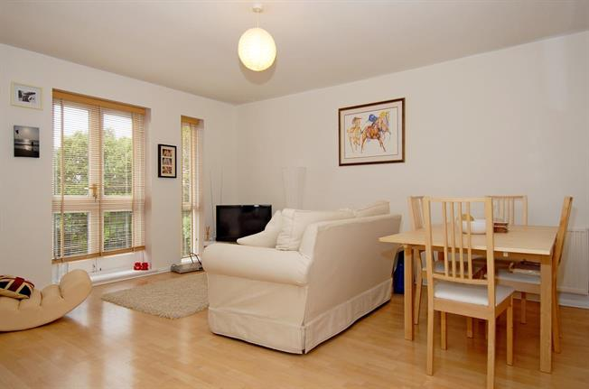 £1,200 per Calendar Month, 2 Bedroom Apartment To Rent in St. Albans, AL1