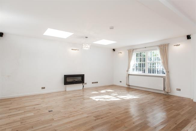 £9,966  per Calendar Month (Calculated), 4 Bedroom House To Rent in London, NW8