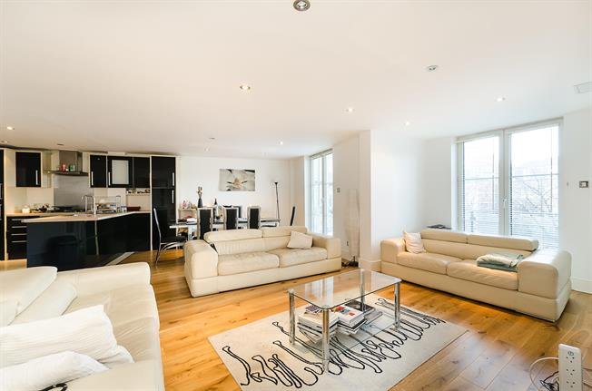 £4,116  per Calendar Month (Calculated), 3 Bedroom Apartment To Rent in London, NW1