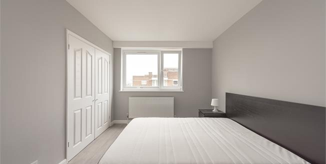 £2,600  per Calendar Month (Calculated), 2 Bedroom Flat To Rent in London, NW8