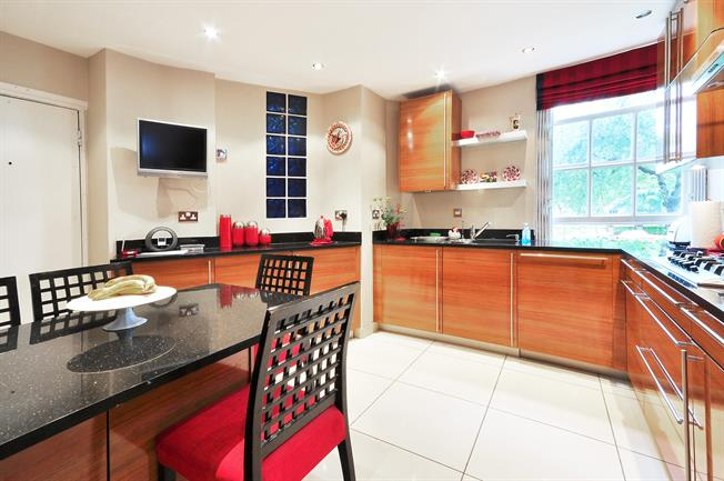 £5,850  per Calendar Month (Calculated), 4 Bedroom Apartment To Rent in London, NW8