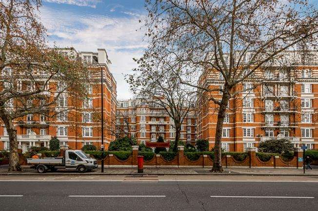£3,011  per Calendar Month (Calculated), 3 Bedroom Flat To Rent in London, W9