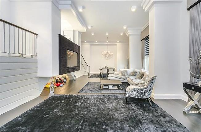 £5,611  per Calendar Month (Calculated), 3 Bedroom Apartment To Rent in London, NW8