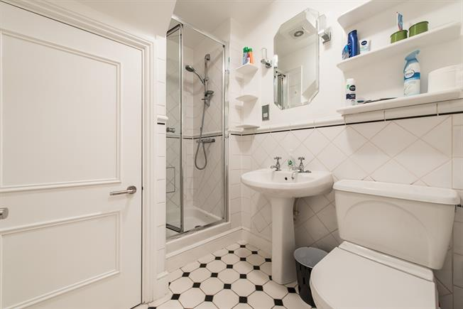£3,661  per Calendar Month (Calculated), 3 Bedroom Flat To Rent in London, W9