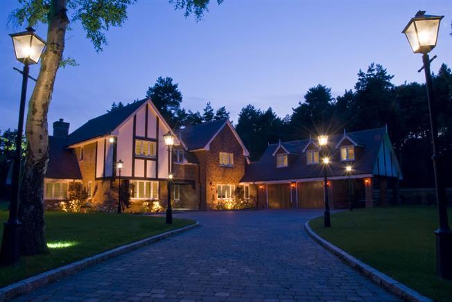 £6,950 per Calendar Month, 6 Bedroom Detached House To Rent in Ascot, SL5