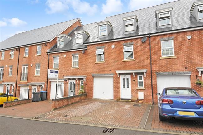 £2,750 per Calendar Month, 4 Bedroom Town House To Rent in Virginia Water, GU25