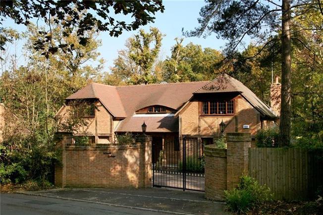 £3,950 per Calendar Month, 4 Bedroom Detached House To Rent in Windlesham, GU20