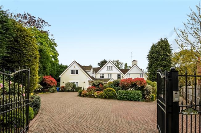 £7,500 per Calendar Month, 7 Bedroom Detached House To Rent in Sunningdale, SL5