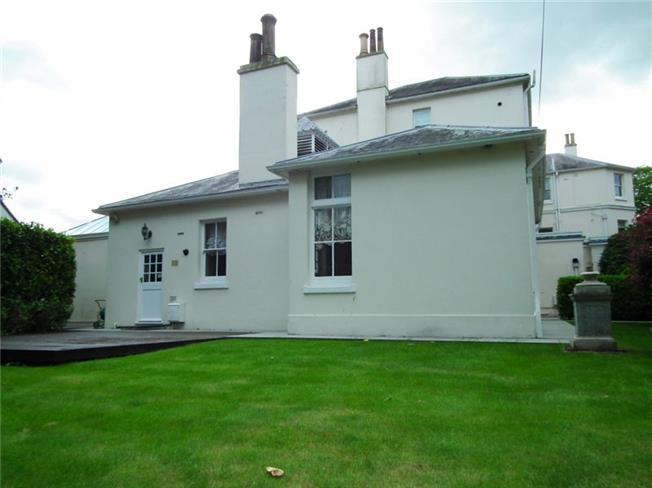 £2,995 per Calendar Month, 2 Bedroom Flat To Rent in Ascot, SL5