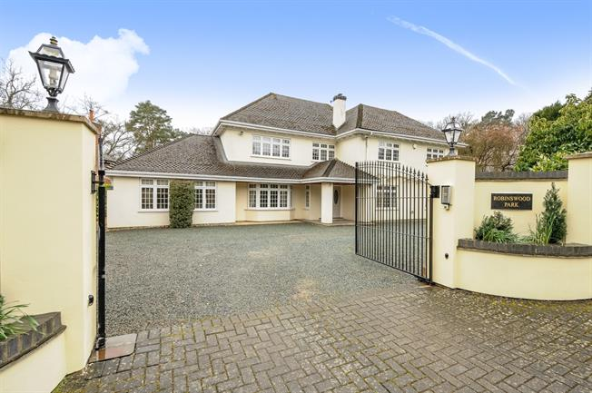 £5,500 per Calendar Month, 5 Bedroom Detached House To Rent in Ascot, SL5