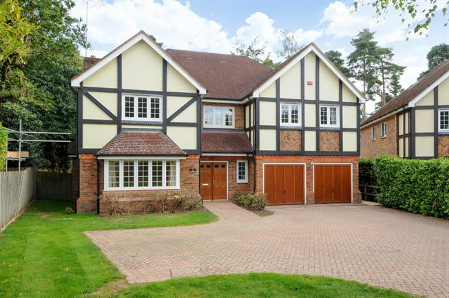 £5,995 per Calendar Month, 6 Bedroom Detached House To Rent in Ascot, SL5