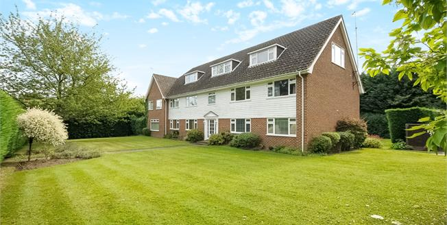 £1,395 per Calendar Month, 2 Bedroom Flat To Rent in Ascot, SL5