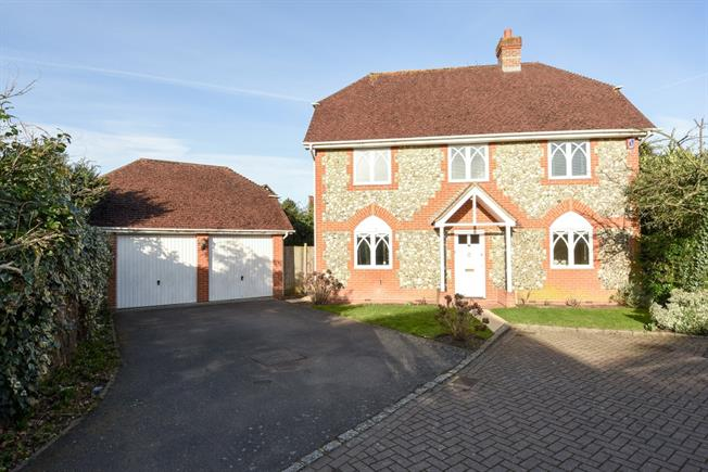 £2,300 per Calendar Month, 3 Bedroom Detached House To Rent in Ascot, SL5