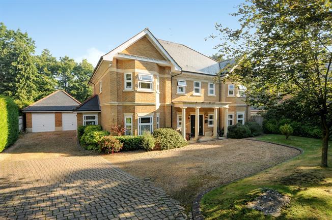 £6,500 per Calendar Month, 5 Bedroom Detached House To Rent in Sunningdale, Berkshire, SL5