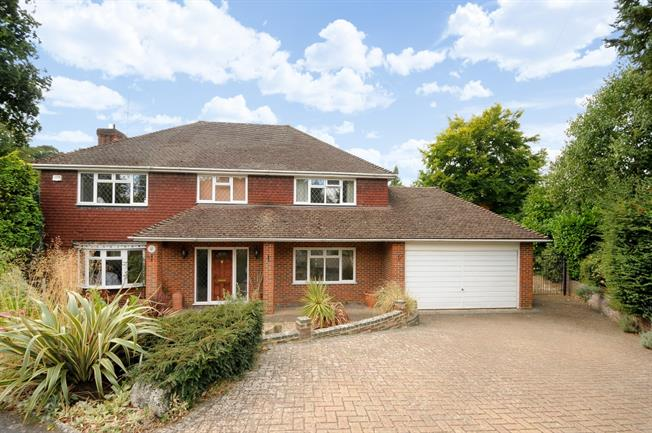 £3,750 per Calendar Month, 5 Bedroom House To Rent in Ascot, SL5