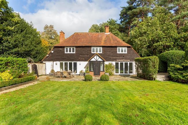 £4,500 per Calendar Month, 5 Bedroom House To Rent in Woking, GU24