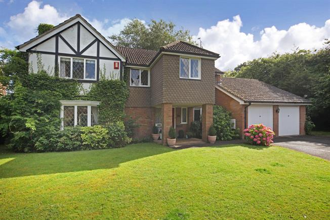 £3,400 per Calendar Month, 5 Bedroom Detached House To Rent in Ascot, SL5