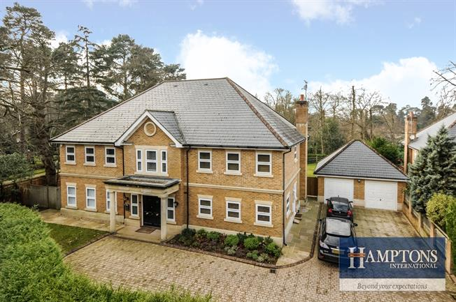 £6,500 per Calendar Month, 5 Bedroom Detached House To Rent in Sunningdale, SL5