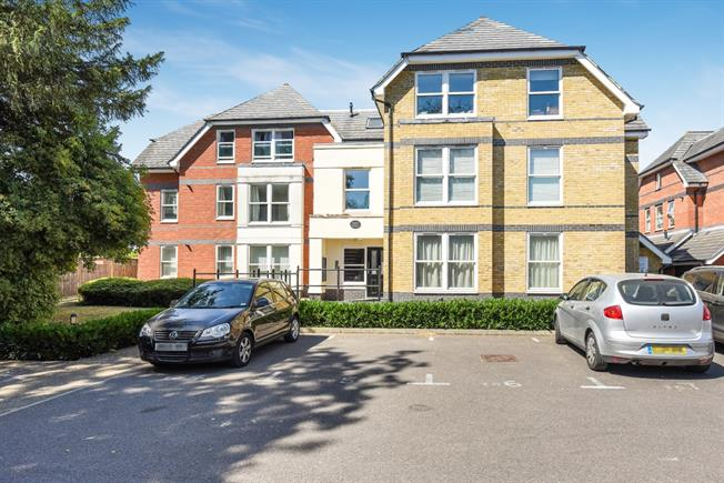 £1,195 per Calendar Month, 2 Bedroom Flat To Rent in Egham, TW20