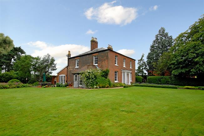 £2,950 per Calendar Month, 5 Bedroom Detached House To Rent in Reading, RG7