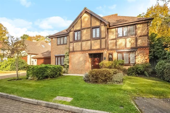 £2,950 per Calendar Month, 5 Bedroom Detached House To Rent in Ascot, SL5