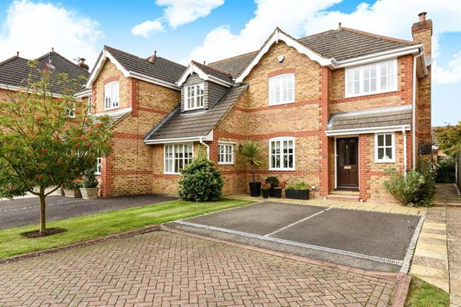 £2,600 per Calendar Month, 3 Bedroom Terraced House To Rent in Ascot, SL5