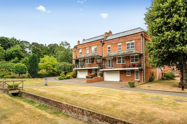 £3,750 per Calendar Month, 4 Bedroom House To Rent in Ascot, SL5