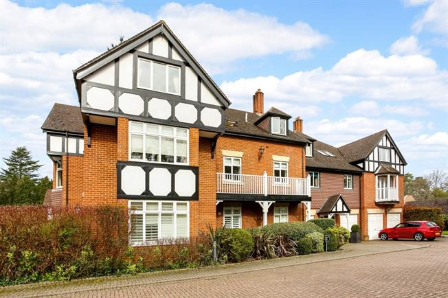 £1,850 per Calendar Month, 2 Bedroom Apartment To Rent in Ascot, SL5