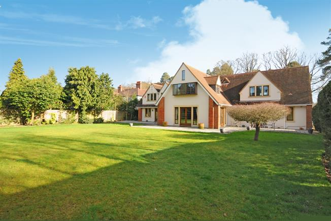 £6,950 per Calendar Month, 6 Bedroom Detached House To Rent in Ascot, SL5