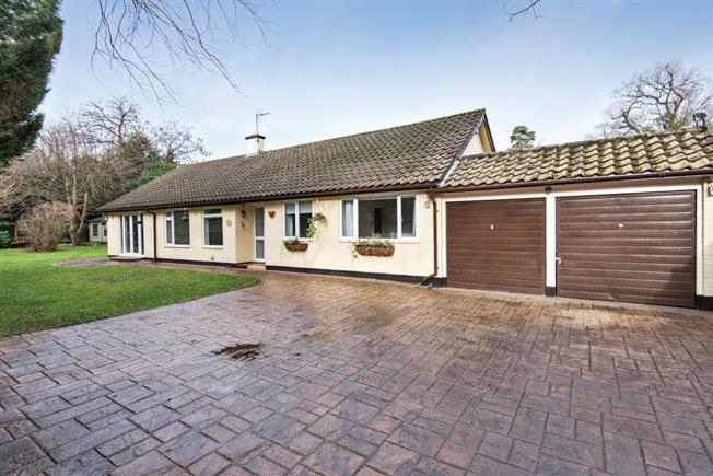 £5,200  per Calendar Month (Calculated), 3 Bedroom Bungalow To Rent in Ascot, SL5