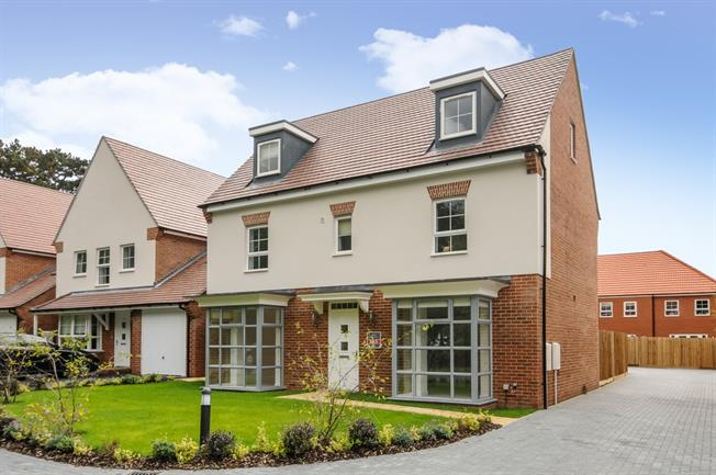 £2,500 per Calendar Month, 5 Bedroom Detached House To Rent in Wokingham, RG40
