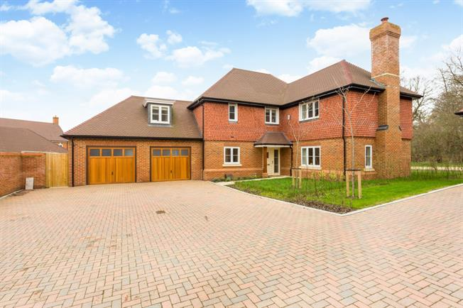 £3,500 per Calendar Month, 5 Bedroom Detached House To Rent in Warfield, RG42